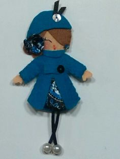 Otra con abrigo azul