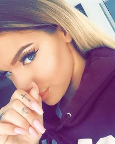Dimonds Tattoo : Dimonds Tattoo : small diamond finger tattoo - Buy Me Diamond Diamond Finger Tattoo, Diamond Tattoos, Girl Finger Tattoos, Fancy Braids, Cool Braids, Shirin David, Small Tattoos, Girly Tattoos, Types Of Curls