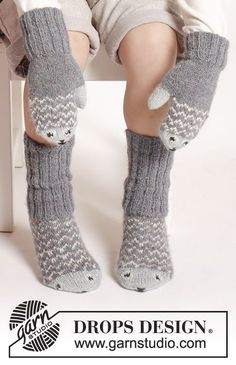 "fish / DROPS Extra - free knitting patterns by DROPS design Mr. Fish - The set includes: Knitted DROPS mittens and socks in ""Alpaca"" with fish pattern. Knit Mittens, Crochet Slippers, Knitted Gloves, Knitting Socks, Knit Crochet, Crochet Hats, Knitted Mittens Pattern, Kids Slippers, Drops Design"