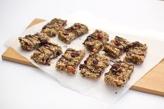 A delicious nourishing snack, these cranberry almond muesli bars are quick and easy to make. No baking required. Vegan Vegetarian, Vegan Food, Healthy Food, Gluten Free Muesli, Baking Recipes, Vegan Recipes, Muesli Bars, Cranberry Almond, Baking With Kids