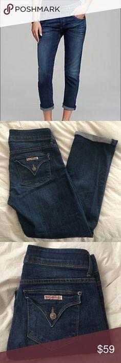"""Hudson Signature Straight boyfriend Crop jeans 27 This is a perfect pair of Hudson Signature straight crop boyfriend jeans. Size 27. Color Bhe. Style wmc176dmc. Waist 29"""" rise 8.5"""" inseam 27"""". Made of 98% cotton 2% elastane. Hudson Jeans Jeans Boyfriend"""
