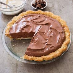 French Silk Chocolate Pie - after school snacks - Dessert Recipes Chocolate Silk Pie, Caramel Chocolate Bar, Chocolate Pie Recipes, Chocolate Flavors, Chocolate Desserts, Chocolate Cream, Just Desserts, Delicious Desserts, Cooks Country Recipes