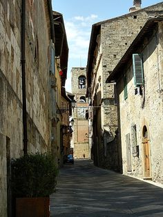 Take a day trip to Colle di Val D'Elsa in Tuscany.