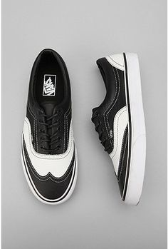 b7874e058f3a43 Vans updates the classic lace-up skate shoe with a leather upper and  wingtip detailing. Also has waxed and corded laces