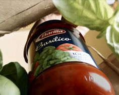 Created from an authentic Italian recipe, that blends fresh, fragrant basil with  fresh Italian tomatoes. Slow cooked to perfection, without any preservatives, this delicious thick sauce delicately hugs your favourite Barilla pasta.