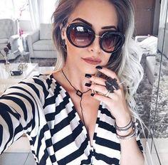 Quem não ama um óculos Prada?! A @vanessagualberto está apaixonada pelo dela!! #linda #oticaswanny #vanessagualberto #prada #bomdia #sabadolindo