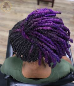 Any texture of hair can turn into locs, but some textures are reluctant to loc quickly. Here are 3 tips that will help lock your hair faster! Dreadlock Styles, Dreads Styles, Dyed Dreads, Dreads Black Women, Colored Dreads, Short Locs Hairstyles, Pretty Hairstyles, Vibrant Hair Colors, Bright Hair