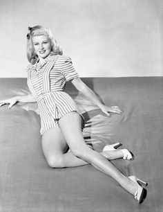 i can feel the stars and the lonely hearts (Posts tagged ginger rogers) Old Hollywood Stars, Golden Age Of Hollywood, Vintage Hollywood, Classic Hollywood, Classic Actresses, Hollywood Actresses, Divas, Old Fashioned Love, Fred And Ginger
