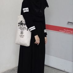 รูปภาพ black, girls, and hijab Muslim Fashion, Hijab Fashion, Fashion Outfits, Casual Hijab Outfit, Hijab Chic, Black Hijab, Hijab Cartoon, Black Photography, Malu