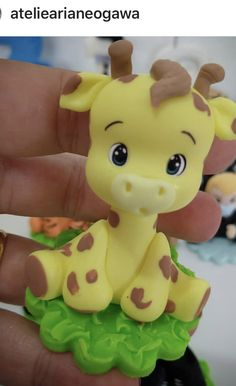 Cute Polymer Clay, Polymer Clay Animals, Polymer Clay Miniatures, Polymer Clay Projects, Clay Crafts, Fondant Giraffe, Fondant Animals, Safari Birthday Cakes, Safari Cakes