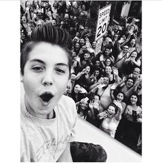 I'm in this pic with Matt Espinosa😭😭❤️ Matthew Carter, Mrs Carter, Magcon Family, Magcon Boys, Celebrity Dads, Celebrity Crush, Matt Espinosa, Aaron Carpenter, Carter Reynolds