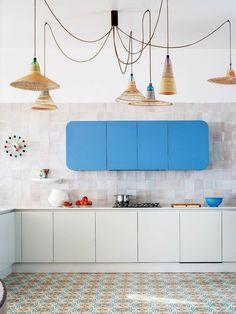 Home Interior Design — Kitchen interior design and decor ideas album Home Interior, Interior Design Kitchen, Interior Architecture, Interior Decorating, Modern Interior, Kitchen Tiles, Kitchen Colors, Funky Kitchen, Beige Kitchen