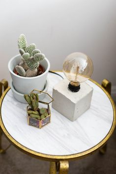 This DIY concrete lamp is the perfect addition to a bedside stand or coffee table!