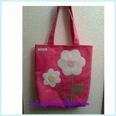 Bolsa con flores de fieltro