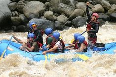 You asked… What do I do with my luggage when I raft the Pacuare River? Is it safe? Do I keep my luggage with me when I raft? We answered… For those travellers who opt to raft the Pacuar…