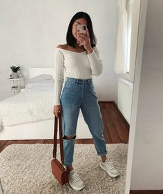 discover all our jewels and get discount 💖🥰 Cute Casual Outfits, Basic Outfits, Mode Outfits, Fashion Outfits, Looks Adidas, Mom Jeans Outfit, Outfits With Mom Jeans, Looks Vintage, Aesthetic Clothes