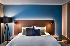 The Hotel Domizil in Tübingen is being comprehensively redesigned and redeveloped by DIA – Dittel Architekten. The focus is on an authentic and modern design … Visual Merchandising, Hotel Paris, Hotel Room Design, Headboard Designs, Design Blog, Design Ideas, Hotel Interiors, Design Furniture, Retail Design