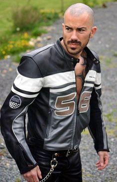 Motorcycle Leather, Biker Leather, Leather Men, Leather Tops, Motorcycle Men, Motard Sexy, Leather Fashion, Mens Fashion, Men's Leather Jacket