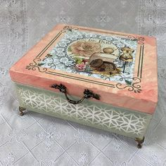Decoupage Vintage, Altered Cigar Boxes, Craft Bags, Small Boxes, Made Of Wood, Painting On Wood, Stencils, Decorative Boxes, Scrap