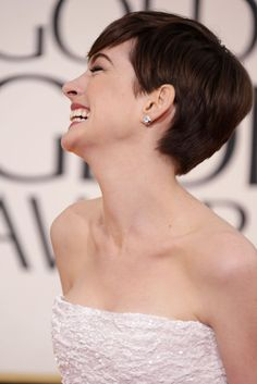 Anne Hathaway Wears White For Her Big Golden Globes Night. Always love her laughing face. Anne Hathaway Haircut, Anne Hathaway Short Hair, Golden Globes 2013, Golden Globe Award, Laughing Face, Really Short Hair, Celebs, Celebrities, Woman Crush