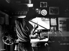 projectionist-ian-cohen-inspects-the-film-before-putting-on-a-show-at-picture-id649177250 (1024×760)