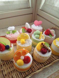 Felt Diy, Felt Crafts, Candy Theme Birthday Party, Felt Cake, Kids Play Kitchen, Felt Play Food, Pretend Food, Food Patterns, Miniature Food