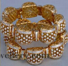 Diamond Bangle, Diamond Jewelry, Gold Jewelry, Diamond Earrings, Gold Bangles Design, Jewelry Design, India Jewelry, Necklace Designs, Personalized Jewelry