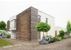 Garage Doors, Sidewalk, Outdoor Decor, Home Decor, Lilac, Summer Garden, Natural Garden, Modern Gardens, Indoor Courtyard