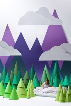 chambre-enfant-deco-mur-montagnes-silhouette-T H E B O R D E R-Carolin-Wanitzek-Behance Display Design, Set Design, Design Ideas, Vitrine Design, Paper Art, Paper Crafts, Murals For Kids, Stage Set, Stage Design