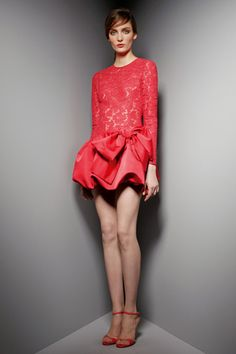 Celebrities who wear, use, or own Valentino Pre-Fall 2012 Lace Bow Dress. Also discover the movies, TV shows, and events associated with Valentino Pre-Fall 2012 Lace Bow Dress. Red Fashion, Runway Fashion, Fashion Show, Couture Fashion, Style Fashion, High Fashion, Fashion Beauty, Vogue Paris, Alexander Wang
