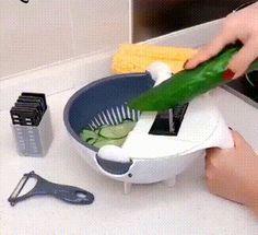 Magic Rotate Vegetable Cutter Kitchen Vegetable Grater Slicer Multifunctional Potato Slicer - Home Cleaning Hacks Cool Kitchen Gadgets, Kitchen Tools, Cool Kitchens, Kitchen Life Hacks, Kitchen Products, Kitchen Cabinets, Potato Slicer, How To Wash Vegetables, Kitchen Gadgets