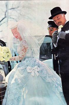 Vintage Wedding Photos, Vintage Bridal, Vintage Glamour, Vintage Weddings, Blue Wedding Dresses, Wedding Gowns, Hollywood Wedding, Vintage Gowns, Bride Gowns