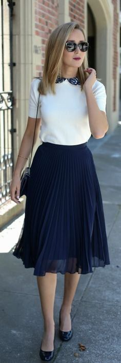 How to Wear Midi Skirts - 20 Hottest Summer /Fall Midi Skirt Outfit Ideas - Her Style Code Mode Outfits, Fashion Outfits, Womens Fashion, Navy Outfits, Fashion Blogs, Skirt Fashion, Fashion Clothes, Fashion Ideas, Ladies Outfits