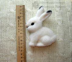 Needle Felted, Wet Felting, Felt Brooch, Cute Toys, Felt Art, Bunny Rabbit, Diy And Crafts, Wool, Sewing