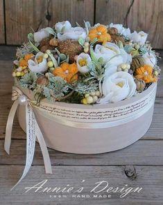 Hat Box Flowers, Flower Hats, Flower Boxes, Boutique Interior, Diy Hat, Autumn Wreaths, Flower Frame, Easter Crafts, Flower Designs