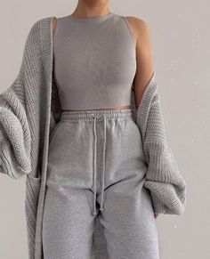 ideas for school lazy days Fashion Inspiration And Trend Outfits For Casual Look Teenage Outfits, Chill Outfits, Teen Fashion Outfits, Mode Outfits, Look Fashion, Winter Fashion, Latest Fashion, Fashion Trends, Fashion Tips
