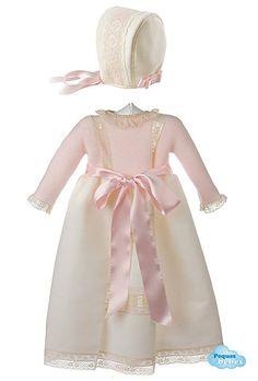 Conjunto para bebés de faldón con el cuerpo tejido en punto bobo y un fondo de entredoses en la falda y capota de piqué a juego. http://www.pequesybebes.es/ropa-bebe-batones/333-conjunto-faldon-gorro-bebe-ceremonia-valenciennes.html