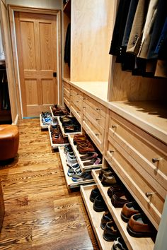 Nashville's Bathrooms, Bedrooms and Closets - Transitional - Closet - Nashville - by Wills Company Wardrobe Room, Wardrobe Design Bedroom, Master Bedroom Closet, Walk In Closet Design, Closet Designs, Wall Mounted Shoe Rack, Garderobe Design, Closet Shoe Storage, Dressing Room Design