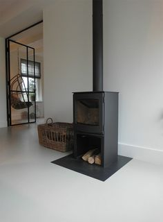 Best Photo Freestanding Fireplace living rooms Strategies Fireplaces certainly are a coveted item among homeowners and home buyers alike. They're practical Open Plan Kitchen Living Room, Home Living Room, Living Room Designs, Freestanding Fireplace, Fireplace Remodel, Living Room With Fireplace, Inspired Homes, Home Furniture, Family Room