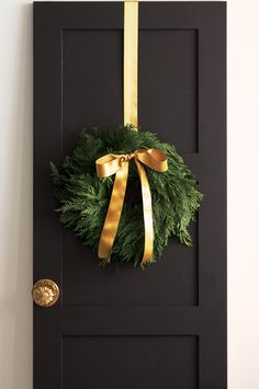 :: Havens South Designs :: likes understated holiday decor. A simple cedar wreath has impact with a luxe bow. All Things Christmas, Simple Christmas, Winter Christmas, Christmas Crafts, Door Bows Christmas, Christmas Swags, Burlap Christmas, Modern Christmas, Holiday Wreaths