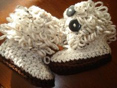 too adorable not to share- Loop Stitch Baby Boots Free Pattern/tutorial (there's even a video)