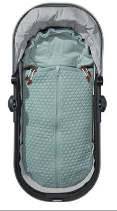 Joolz Essentials Honeycomb Baby-Nest Joolz Essentials Baby Nest for Stroller and Baby Carrier. Baby Bikini, Baby Zimmer, Baby Co, Baby Carriage, Prams, Baby Needs, Happy Baby, Baby Essentials, Baby Necessities