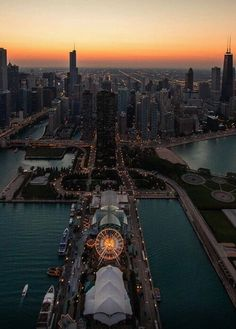 Navy pier in chicago looking gorgeous in the sunlight. I'm sure Ellie Higgenbottom would love it.