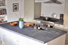 Worktop with concrete look – concrete kitchen worktops - White Kitchen Remodel White Countertops, Kitchen Countertops, Küchen Design, House Design, Concrete Kitchen, Kitchen Tops, Kitchen White, Kitchen Ideas, Functional Kitchen