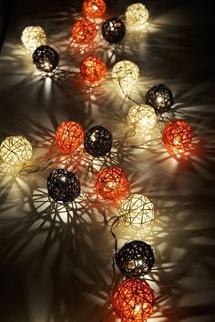 halloween string lights♥ Site doesn't exist anymore, but you get the idea. Soirée Halloween, Outdoor Halloween, Holidays Halloween, Halloween Decorations, Halloween Lighting, Holiday Fun, Holiday Crafts, Manualidades Halloween, Idee Diy