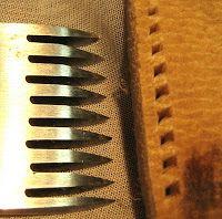 Ferramentas e materiais para guasqueria, correaria e artesanato em couro.