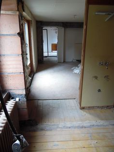 16. April 2016 - Im Appartement wurden ebenfalls die letzten Ausbrüche fertiggestellt. Ab Montag folgen die Vorbereitungen für den Elektriker und Gipser. Es nimmt Gestalt an...