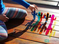 Salimos a jugar al aire libre, con la luz del sol y las sombras. Info@mercadodidactico.com.ar Kit Cactus 12 Cactus de colores transparentes para diseñar tu paisaje, crear nuevos colores y jugar sin parar.