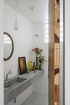 Um lar cheio vida e também tijolos originais, detalhes coloridos, plantas e muito mais: https://www.casadevalentina.com.br/blog/OPEN%20HOUSE%20%7C%20NATH%C3%81LIA%20FAVARO ------ A home full life and also original bricks, colorful details, plants and more: https://www.casadevalentina.com.br/blog/OPEN%20HOUSE%20%7C%20NATH%C3%81LIA%20FAVARO