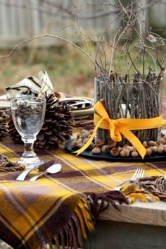 tartan autumn decorating, autumn decorating ideas, ideas for autumn, fall party decorating ideas Charlie Brown Thanksgiving, Fruits Decoration, Decoration Table, Centerpiece Ideas, Autumn Centerpieces, Fall Picnic, Summer Picnic, Backyard Picnic, Picnic Table